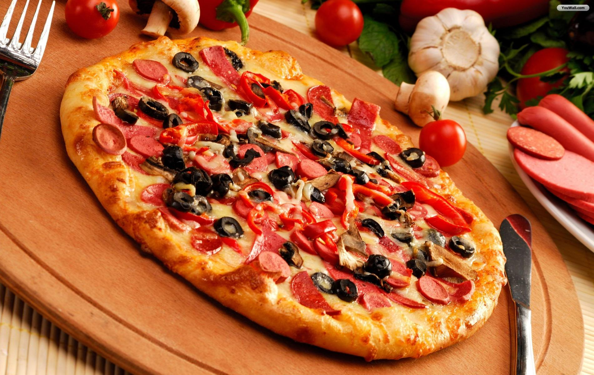 yummy_pizza_wallpaper_09983-1900×1200